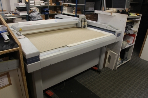 For sale zund m1600 flat bed cutting plotter used product - Hoofd fluwelen bed ...