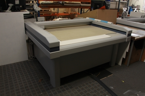 For sale zund m1600 flat bed cutting plotter used product - Hoofd creatie gewatteerde bed ...